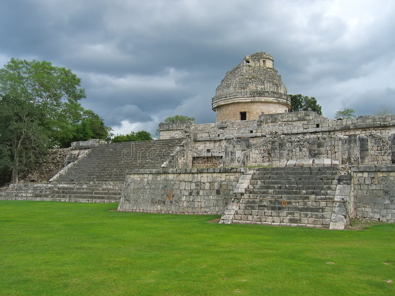 Old astronomic maya temple. Chichen Itza - Mexico stock images