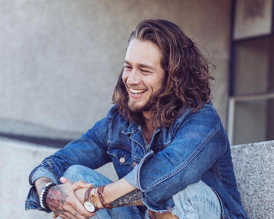 Long wavy hair hairstyles for men